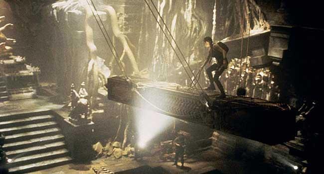 «Лара Крофт: Расхитительница гробниц» - экранизация культовой серии компьютерных игр Tomb Raider, посвященных археологу и искательнице приключений Ларе Крофт.