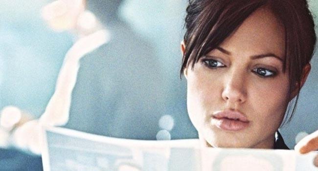Забирая жизни - Анджелина Джоли - агент ФБР